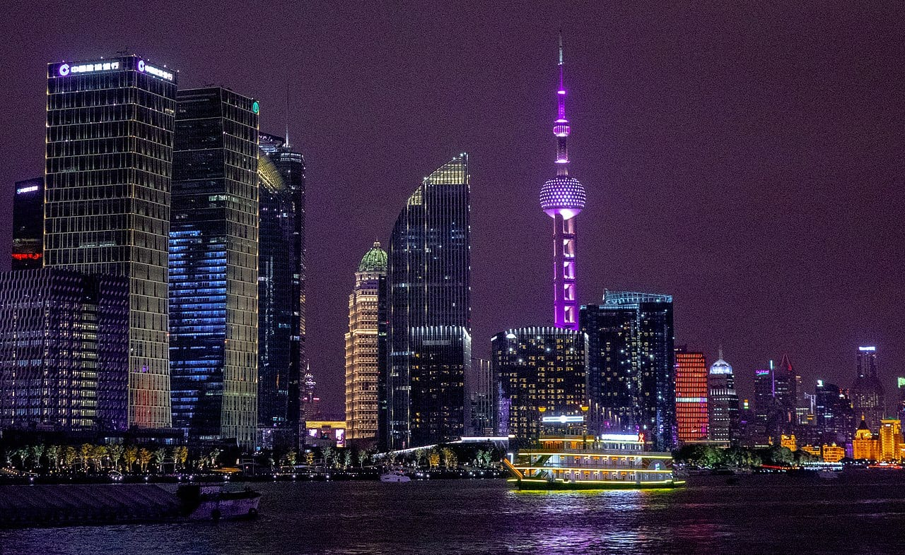 1280px-Pudong_area_of_Shanghai,_at_night